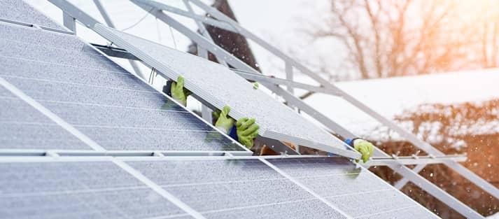 Instalación placas solares en invierno | Viventia